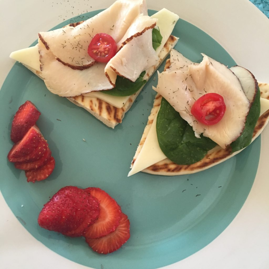 kids-healthy-lunch-turkey-garden-pita